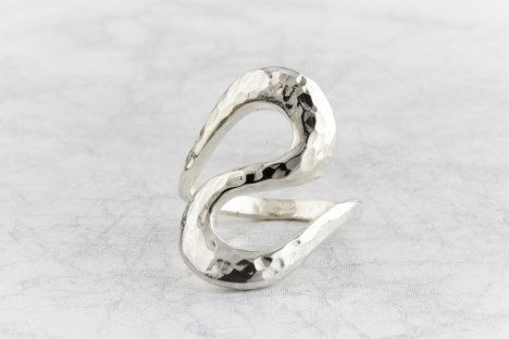 Silver wavy hammered ring | Image 1